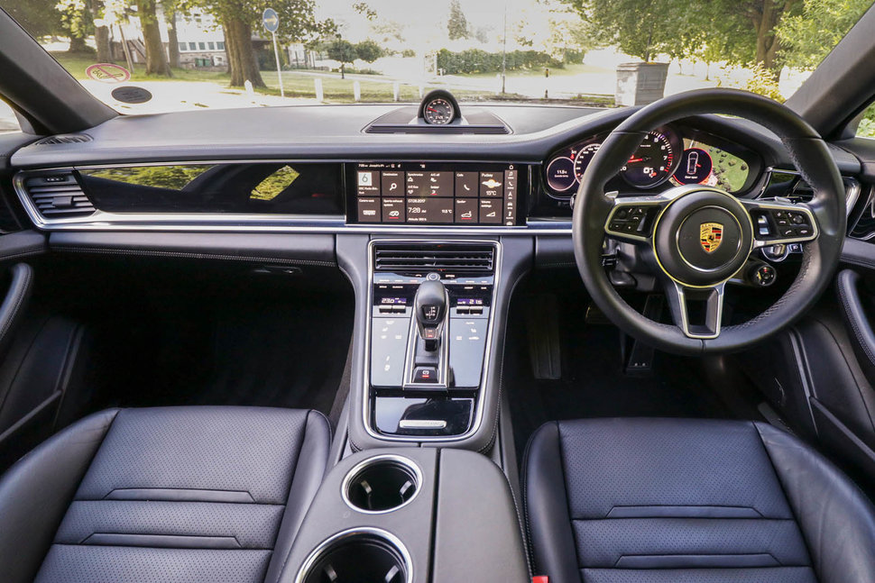 Top informations about porsche panamera interior best selected pictures tips and images for Porsche panamera interior dimensions